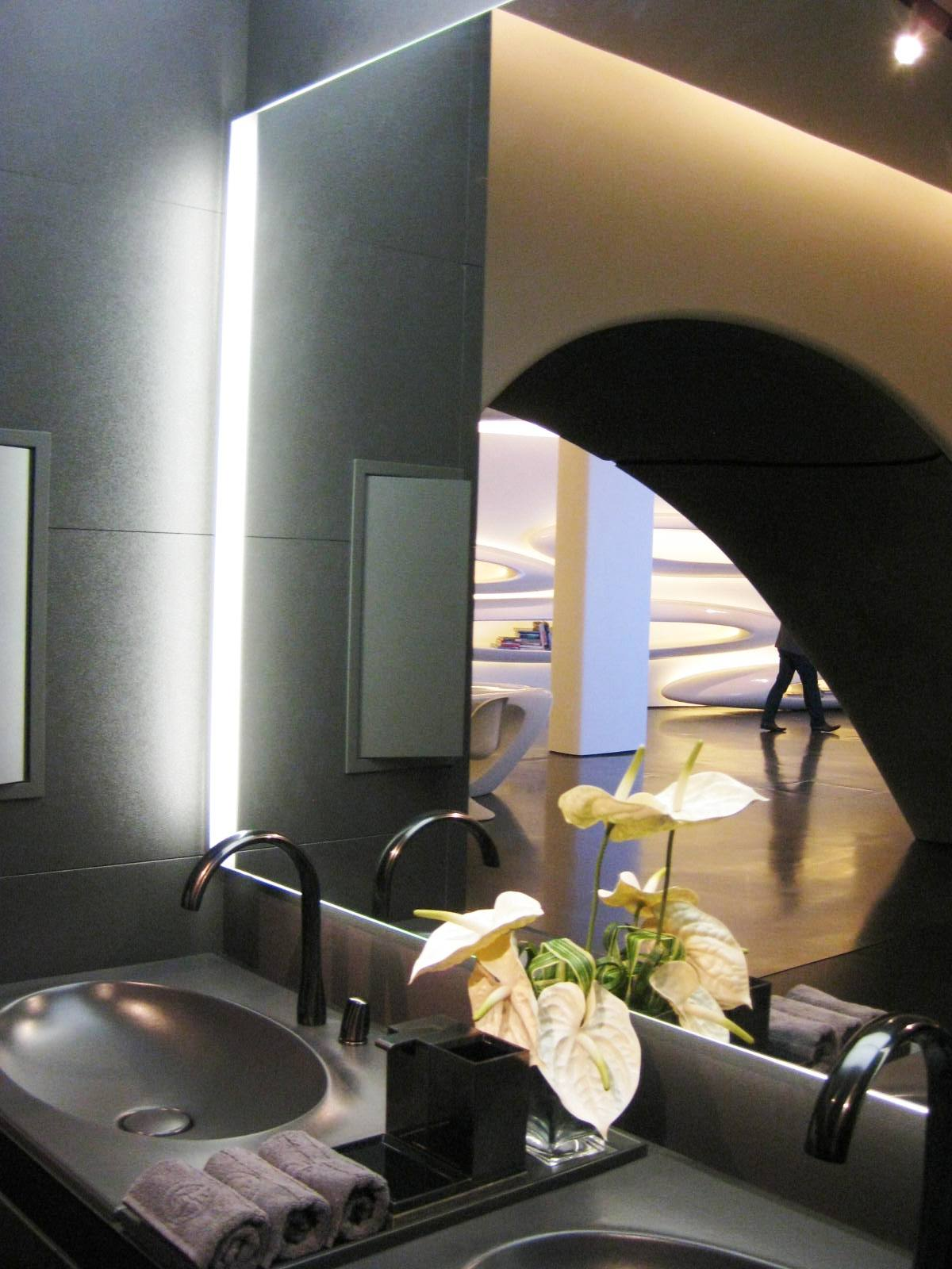 Roca showroom by zaha hadid art by caroline banks for Roca showroom